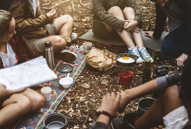 Piquenique entre amigos no Winter Camp