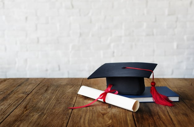 Capelo e diploma
