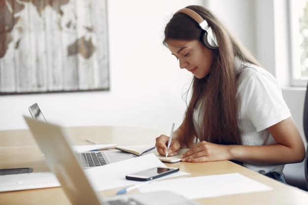Intercambista estudando no exterior