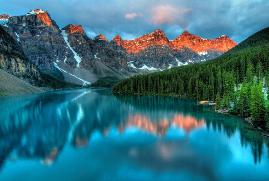 Lago e montanha em Alberta no Canadá