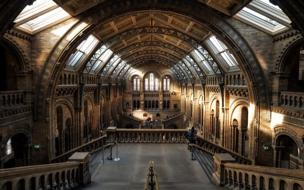 Interior de um museu em Londres