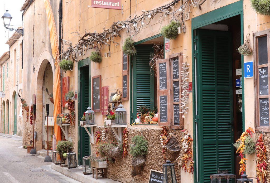 Frente de um restaurante na Espanha